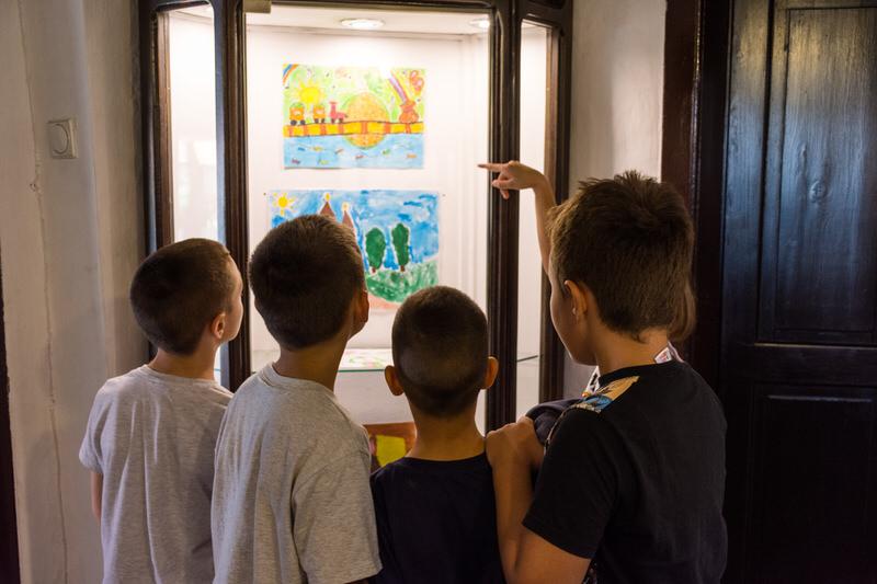 Другаци у посети изложби ,,Моје окружење''