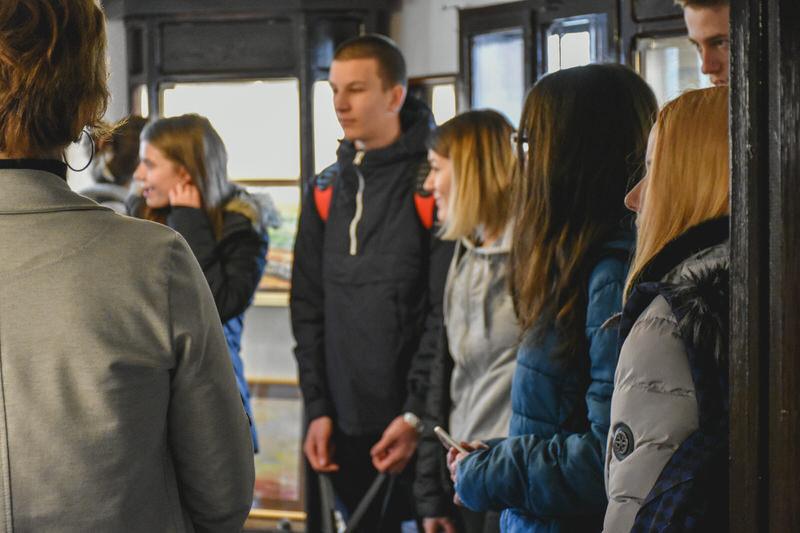 Средњошколци у посети изложби у Ранчићевој кући.