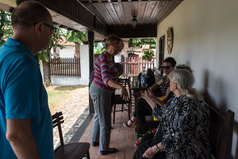 Породица Вартабедијан са пријатељима у посети Гроцкој