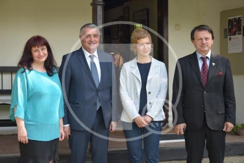 """Медији о посети амбасадора Јерменије Ранчићевој кући и изложби """"Рокенрол воде"""""""
