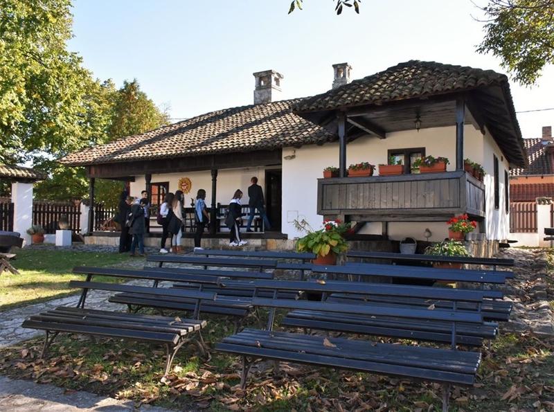 Ученици средње школе у Гроцкој у посети Ранчићевој кући